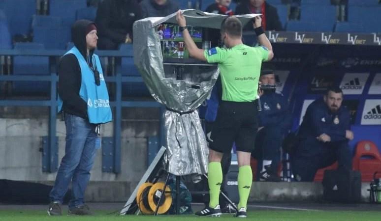 """Sistemul VAR ar putea fi implementat în Liga 1 din sezonul viitor: Arena """"Francisc Neuman"""" are deja o cabină dedicată sistemului de arbitraj video!"""