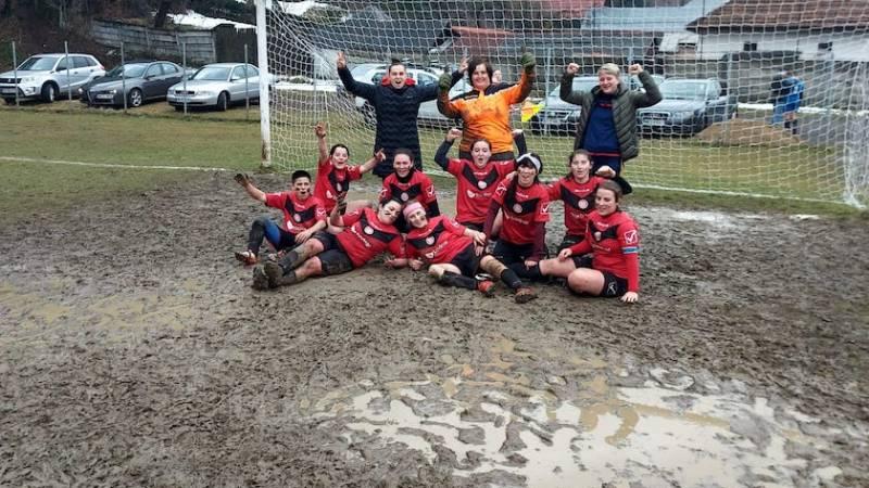 Victorie în noroi, în zece jucătoare: ACS Fotbal Feminin Baia Mare – ACS Viitorul Arad 2-3, în Liga III-a de fotbal feminin