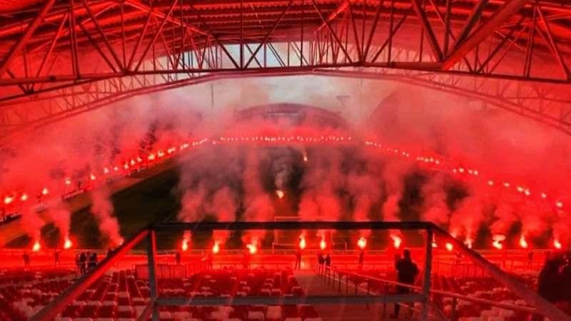 """Ultrașii arădeni au """"aprins"""" stadionul la a 76-a aniversare a """"Bătrânei Doamne"""" + VIDEO"""