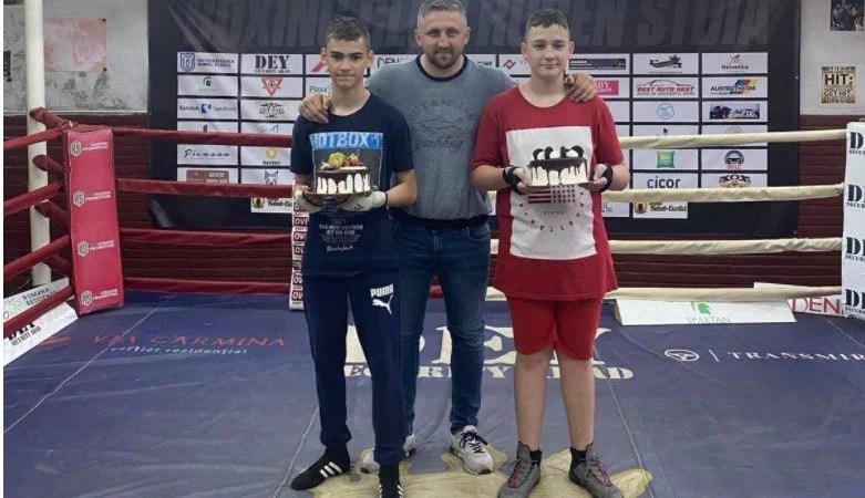 Aradul are doi pugilişti medaliaţi cu aur la Cupa României de cadeţi