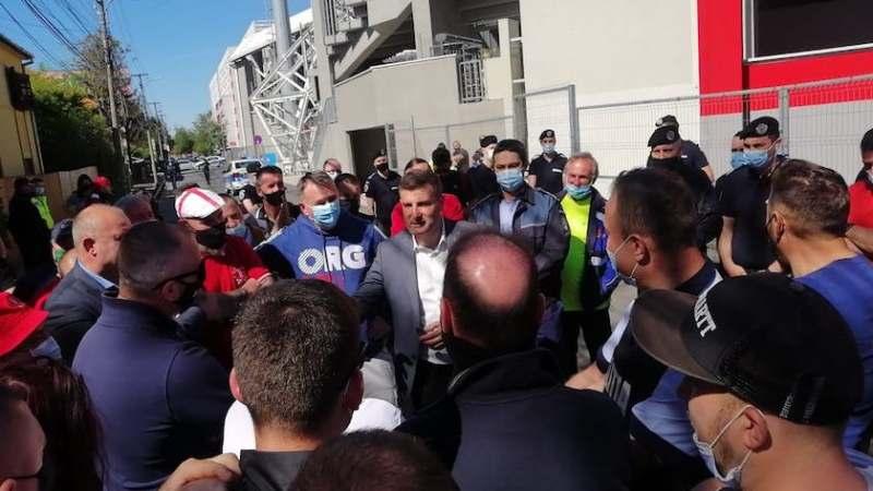 """Balint a dat cu subsemnatul în fața fanilor după eșecul cu UTA-ei cu Poli Iași: """"Sunt lucruri pe care și eu încerc să le înțeleg, dar vă spun că această echipă va rămâne 100% în Liga I"""""""