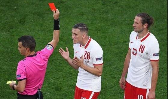 Arădeanul Hațegan a scos primul cartonaș roșu la Euro 2020