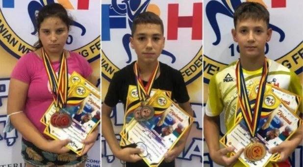 """Nouă medalii la """"naţionalele"""" juniorilor mici pentru halterofilii de la AMEFA Arad"""