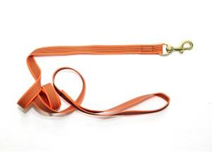 Поводок из прорезиненной стропы 20 мм оранжевый бронза