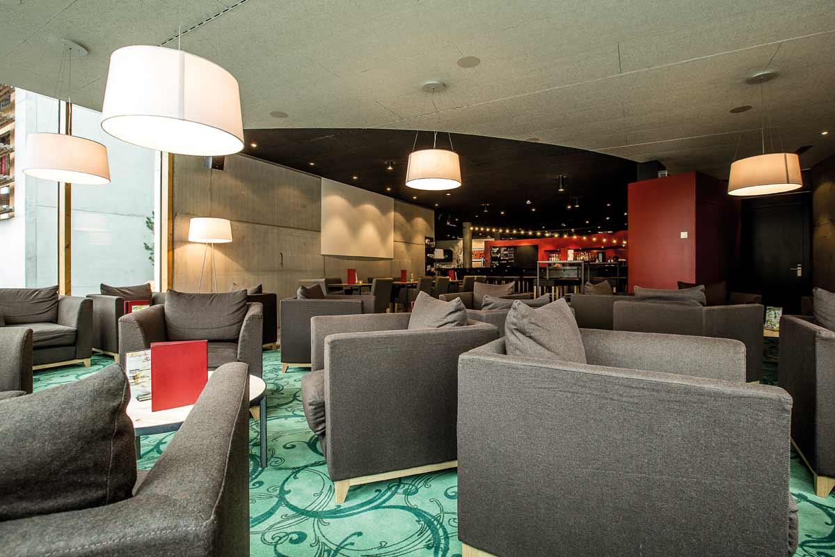 Inn-Lodge-Lobby