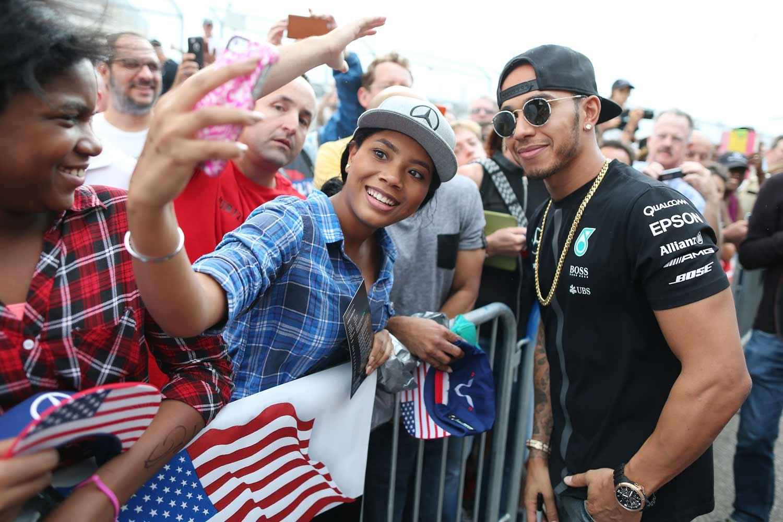 F1-GP-USA2015_Hamilton-Fans