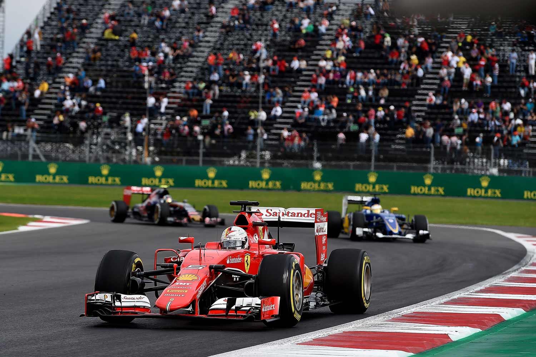 F1-Mexiko-Vettel-on-track