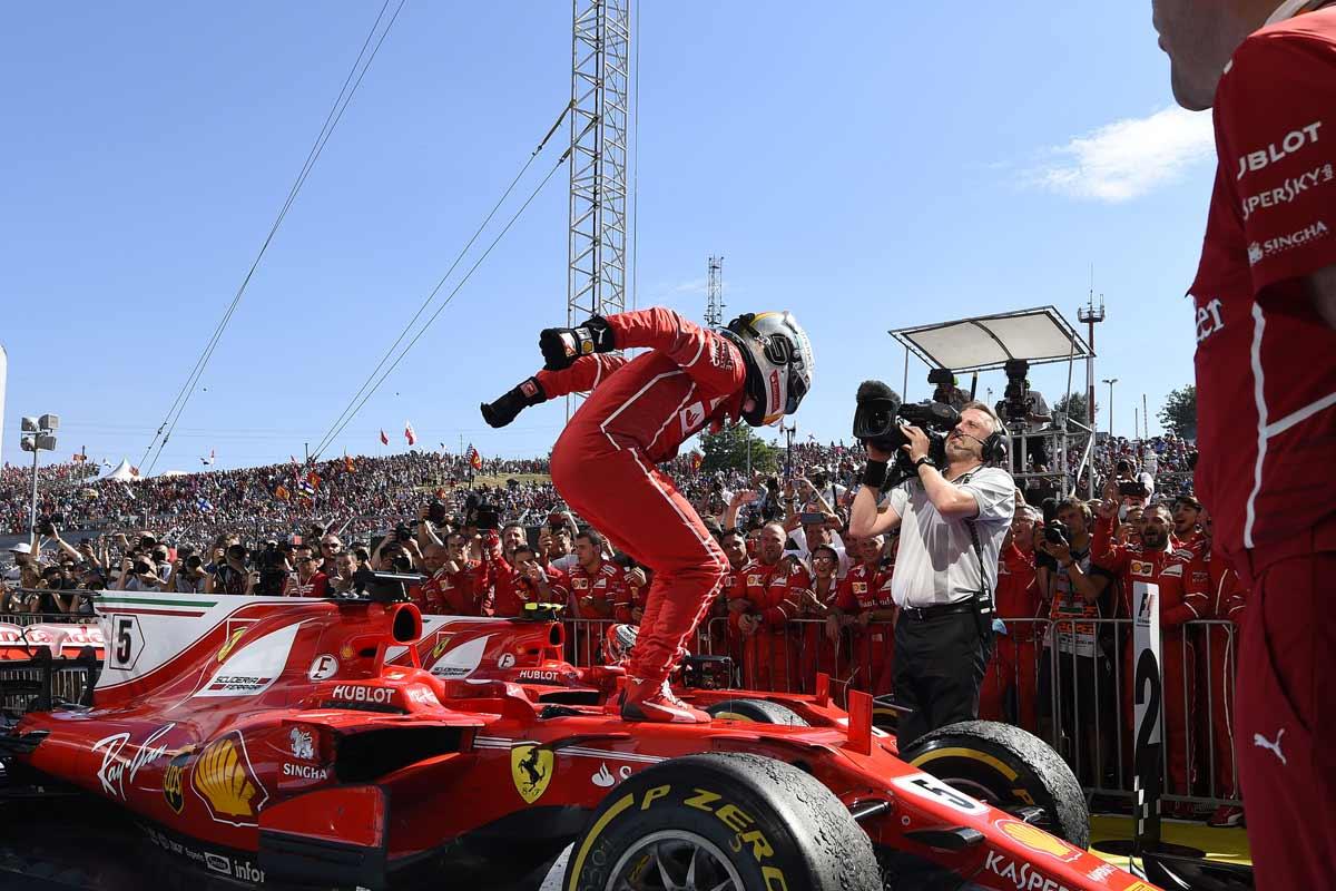 Formel1-Ungarn2017-Vettel-Freudessprung-Ferrari