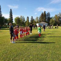 T8 uran ensimmäinen kotiturnaus pelattiin torstaina 17.6. Itäpuolen kentällä.
