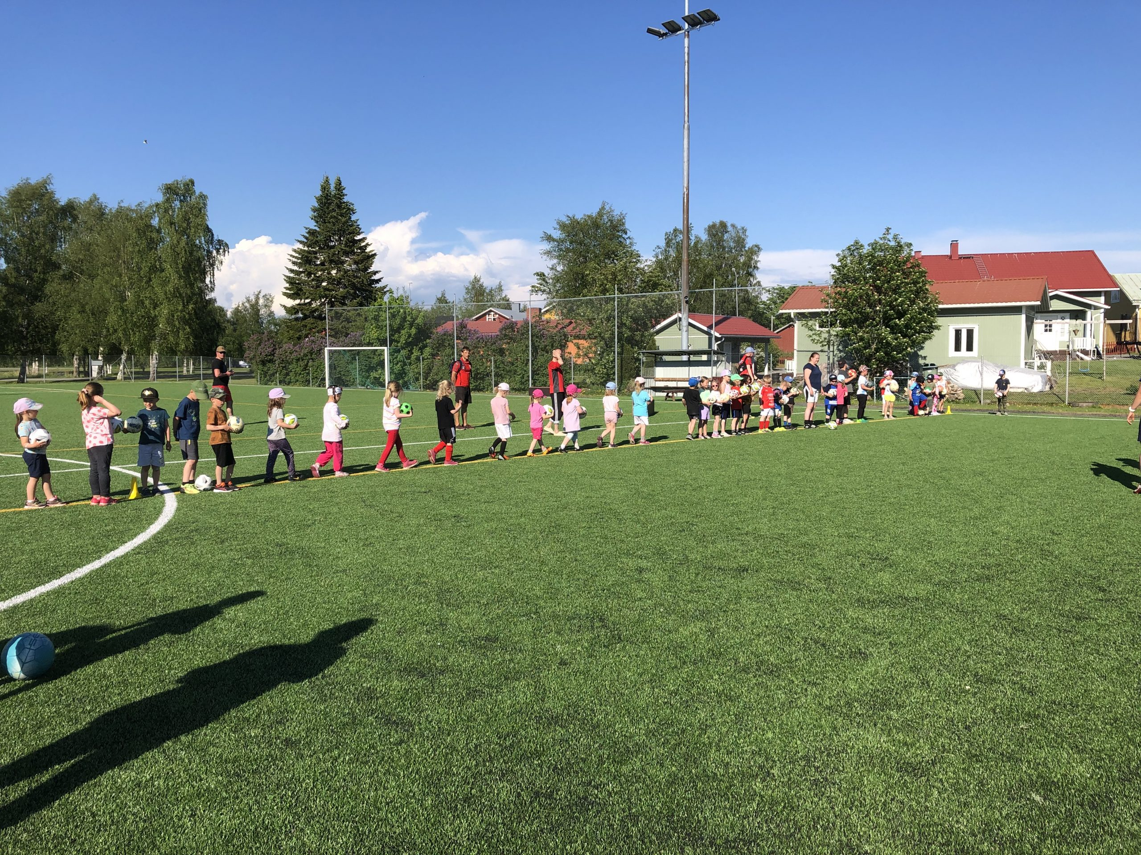 Läs mer om artikeln Fotbollsskola för barn födda 2014-2016, 4.7. kl 18-18.45