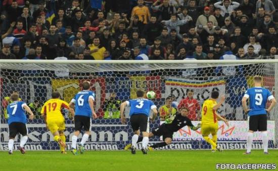 România a învins Estonia cu 2-0 şi s-a calificat la barajul pentru Cupa Mondială din 2014
