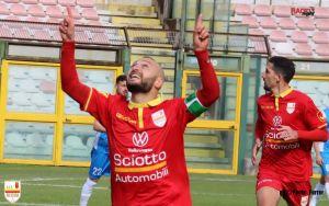 Arcidiacono festeggia dopo il gol lampo