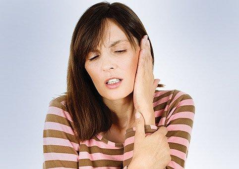 Лечение боли в ухе народными средствами в домашних условиях