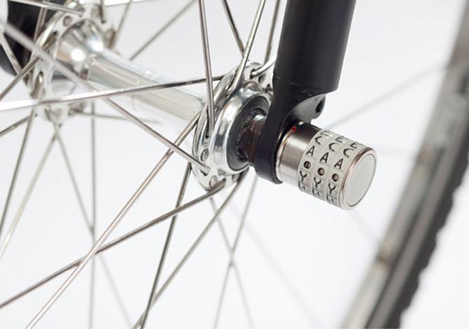 Il lucchetto per non farsi rubare ruote e sellino della bici