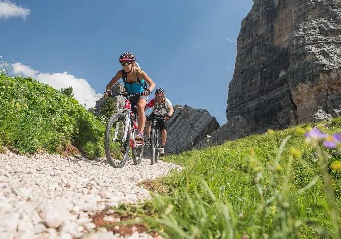 In mountain bike nelle Dolomiti: il Sellaronda MTB Tour intorno al Gruppo del Sella