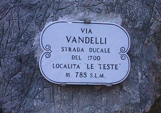 Trekking lungo la via Vandelli, dall'Appennino al Mare Tirreno