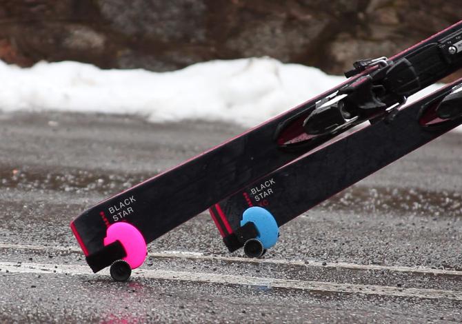 Skiddi, portasci con le rotelle, e altri modi per trasportare gli sci