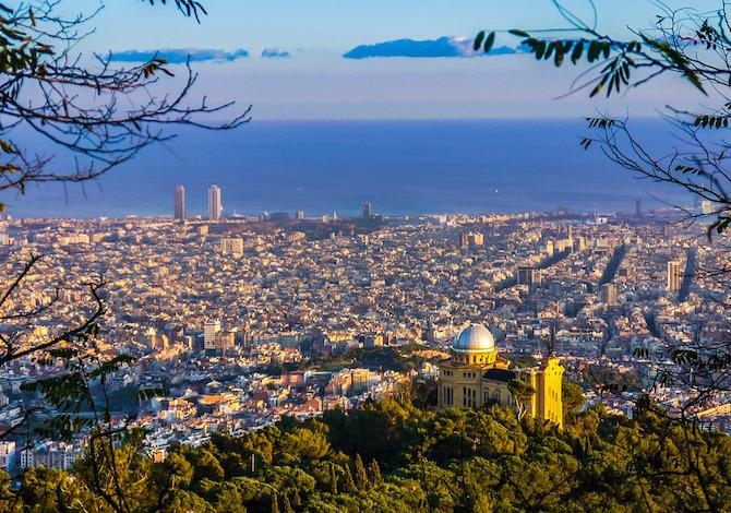 <b>Barcellona dall'alto</b> - foto Joaquin Aranoa Pixabay