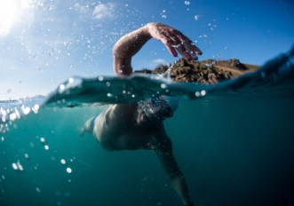 The Long Swim: perché Lewis Pugh sta nuotando per 500 chilometri lungo il Canale della Manica