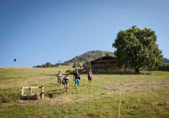 tirolo-bambini-estate-Söll-Hohe-Salve-Simon-Alm-Tirol-Werbung-Jens-Schwarz