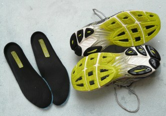 odore nelle scarpe da ginnastica rimedi