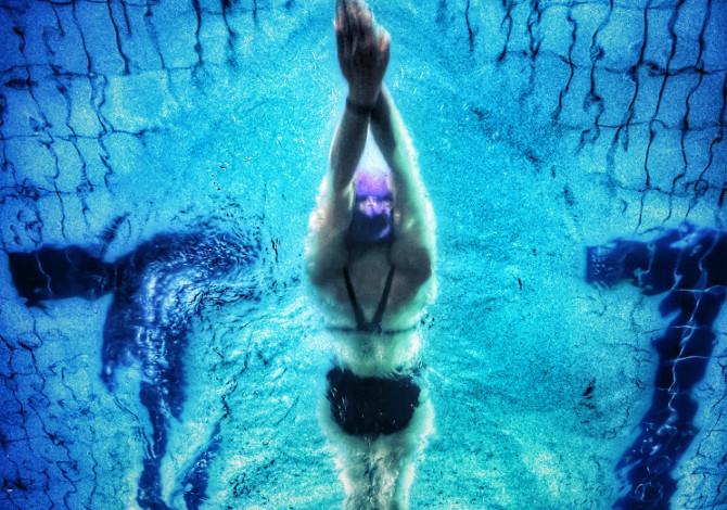 Pancia piatta e nuoto: come fare?