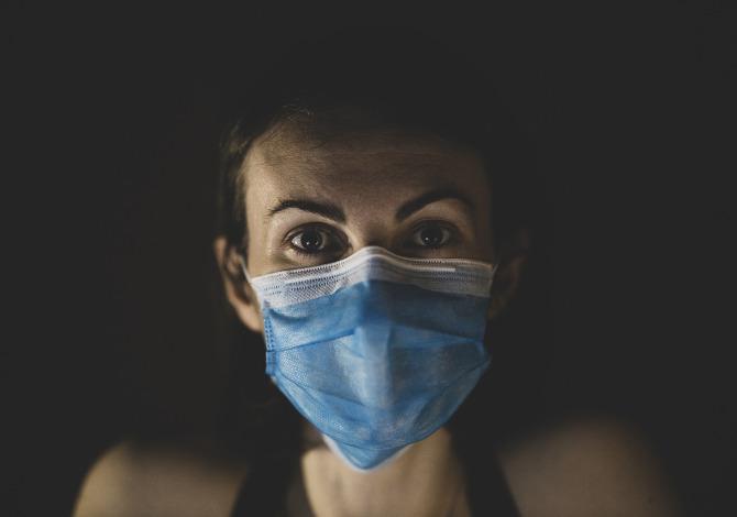 Coronavirus: la mascherina per fare sport è utile o pericolosa?