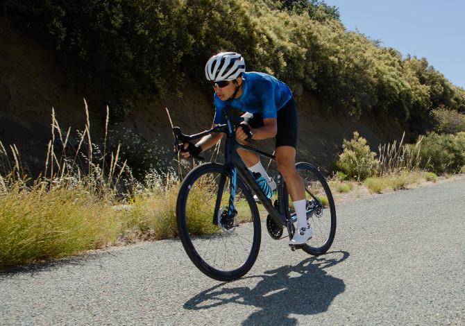 Giant Defy: la gamma di bici da corsa con performance stradali da endurance di primo livello