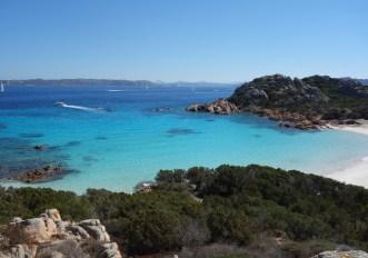 Spiaggia in Sardegna: dal 18 maggio si può andare al mare
