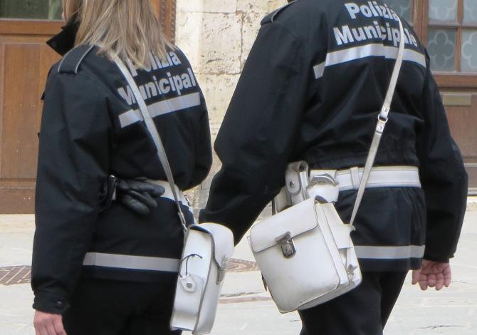 Ciclisti in gruppo in zona rossa multati di 400 euro a Pisa