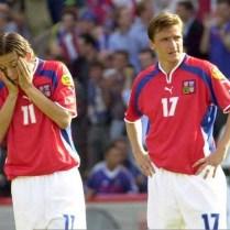 EURO 2000, sport, fotbal, ME, reprezentace »esk· republika/ »R : Francie, smutek z prvnÌ obdrûenÈ branky po chybÏ Gabriela, Tom·ö Rosick˝ a VladimÌr ämicer/ 16.6.2000, Bruggy, Belgie