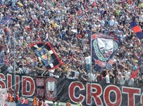 Crotone-Latina-Serie-B-2015-16-08