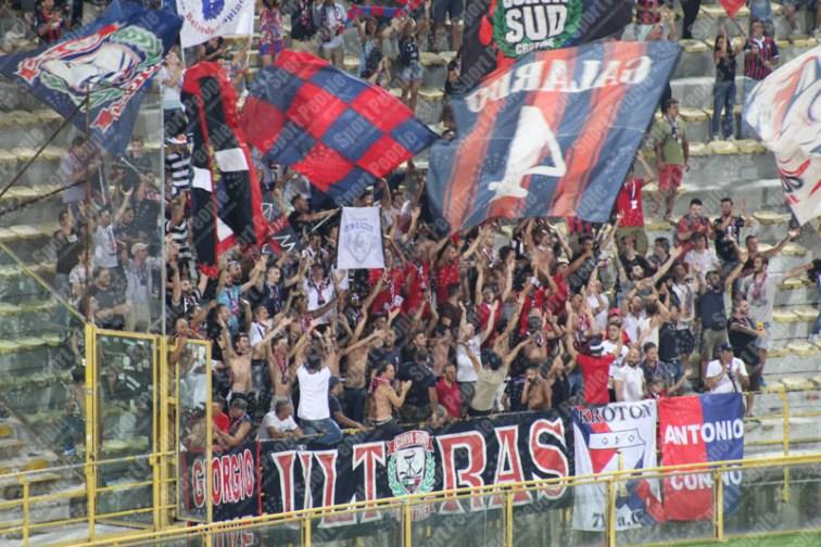 Bologna-Crotone-Serie-A-2016-17-09