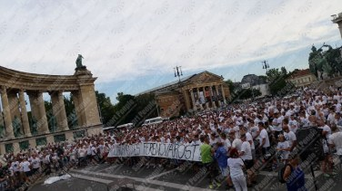 Ferencvaros-Budapest-protesta-contro-riconoscimento-biometrico-2016-17-06