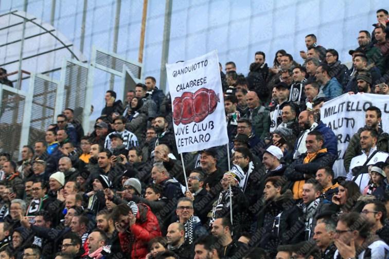 Crotone-Juventus-Serie-A-2016-17-01