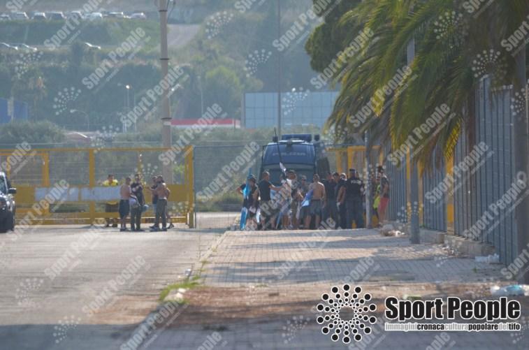 Tifosi liguri all'esterno dello stadio