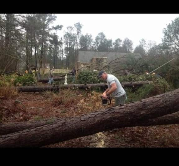 brett-favre-hattiesburg-tornado-cleanup