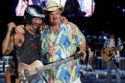 andy-reid-hawaiian-shirt-kenny-chesney