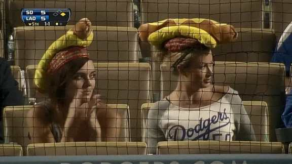los-angeles-dodgers-fans-hot-dog-hats-2