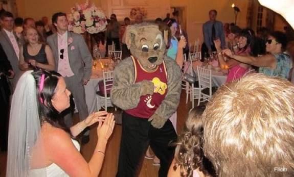 cleveland-cavaliers-moondog-wedding-3