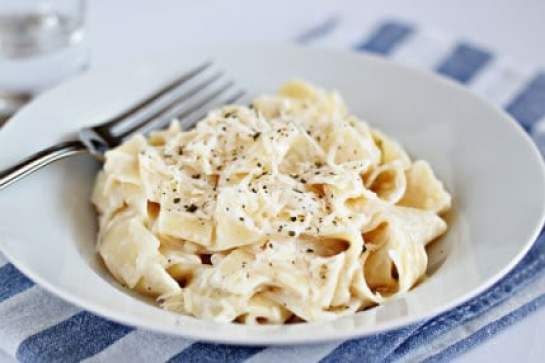 light-fettuccine-alfredo