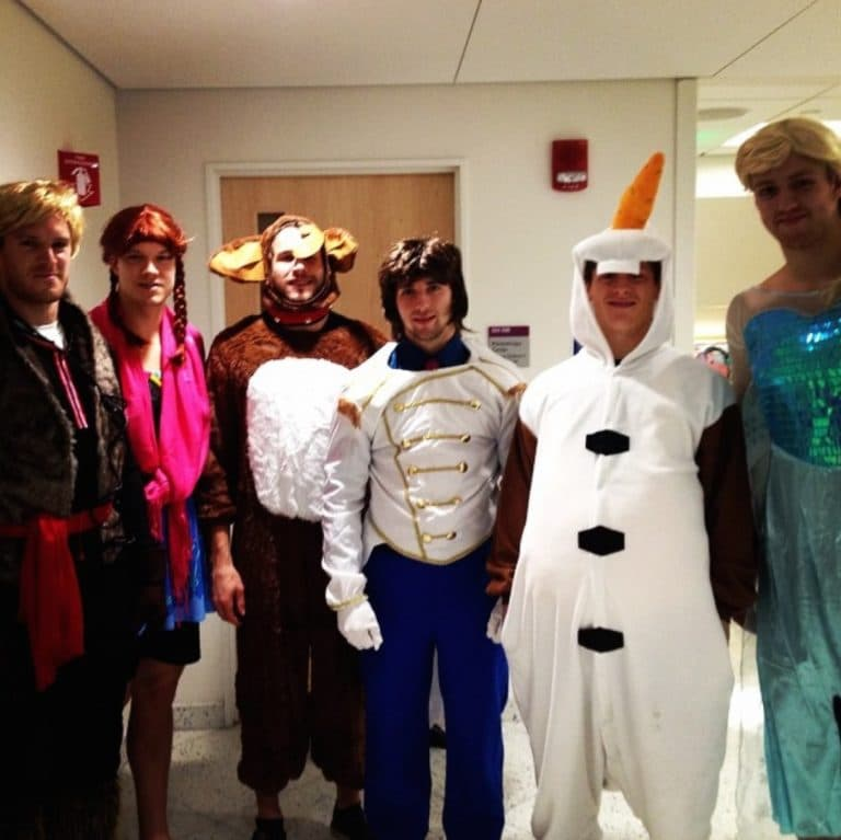 Every year around Halloween the Boston Bruins pay a visit to Boston Childrenu0027s Hospital. Monday was the day of the annual event and a troupe of Bruins ...  sc 1 st  Sportress of Blogitude & Bruins players pay visit to childrenu0027s hospital dressed up a u0027Frozen ...