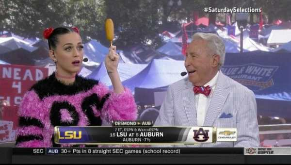 katy-perry-corn-dogs