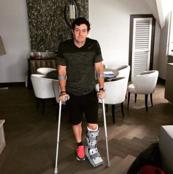 rory-mcilroy-crutches