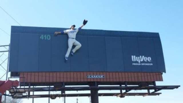 royals-billboard-outfielder
