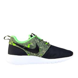RS101521_Foot Locker_Nike Roshe One Camo Kids 316373145404_01-scr