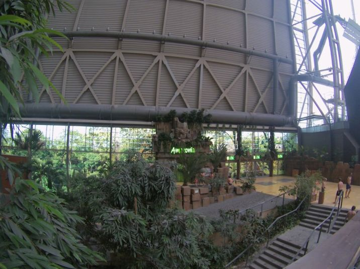 tropical-islands-amazonia-aussenbereich-eingangstor