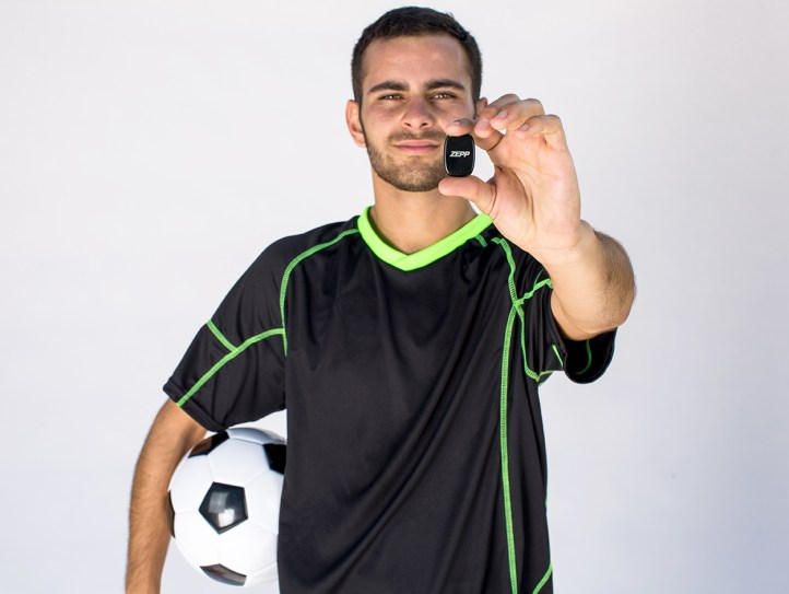 Zepp-Play-Football_Spieler mit Sensor