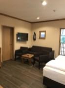 Hotel-Zimmer-Tropical-Islands-Uebernachten-sitzecke