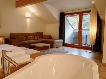 Lanerhof_winkler_hotel_pustertal_Suedtirol_wellness_urlaub_familienhotel_test_kronplatz_outdoor_berge_Suite_familien_zimmer